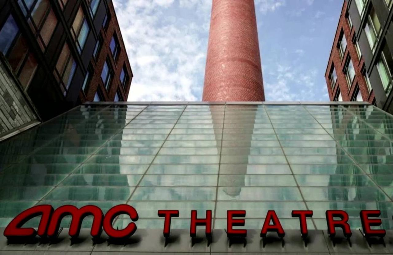 AMC to keep most theaters open