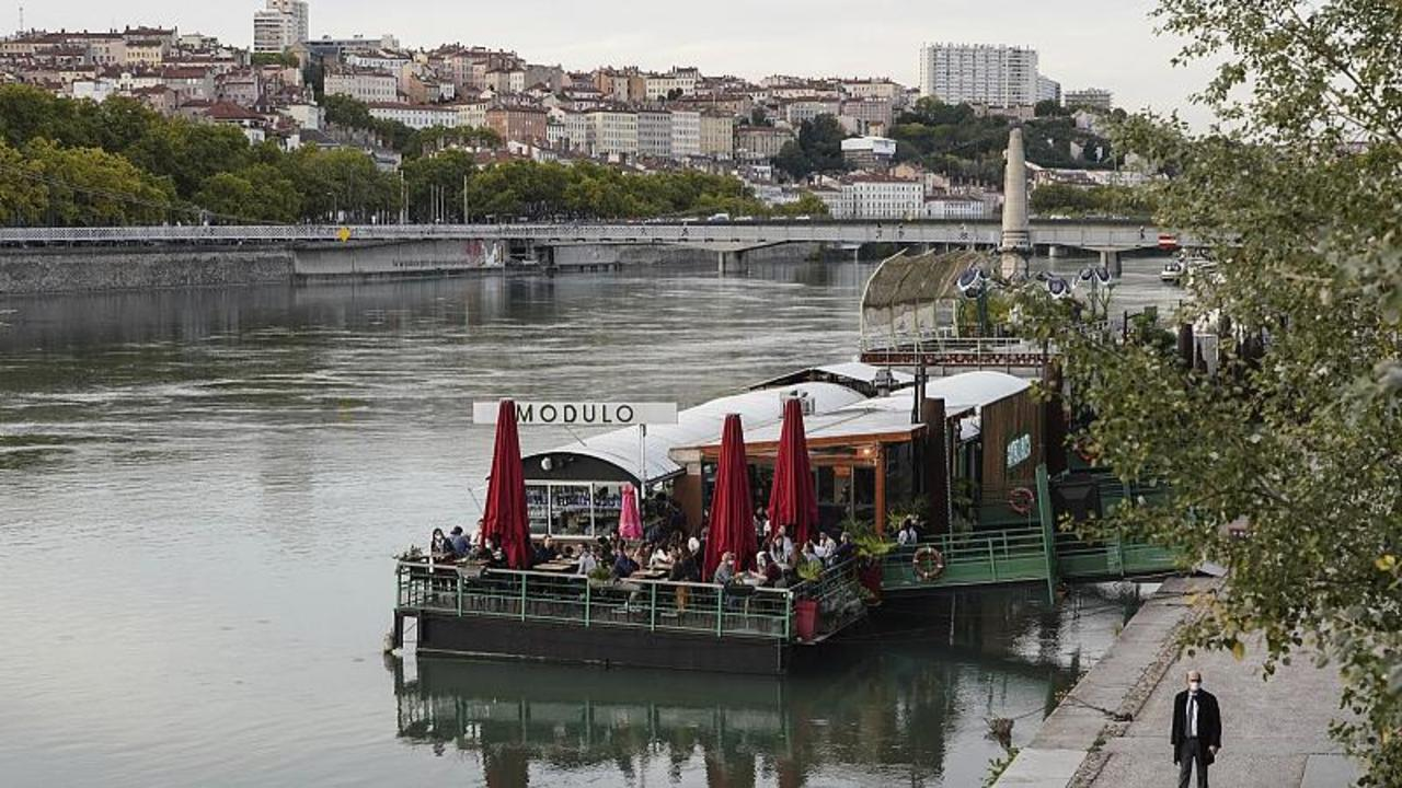 COVID-19 restrictions tighten further in France with bars to shut in four more cities