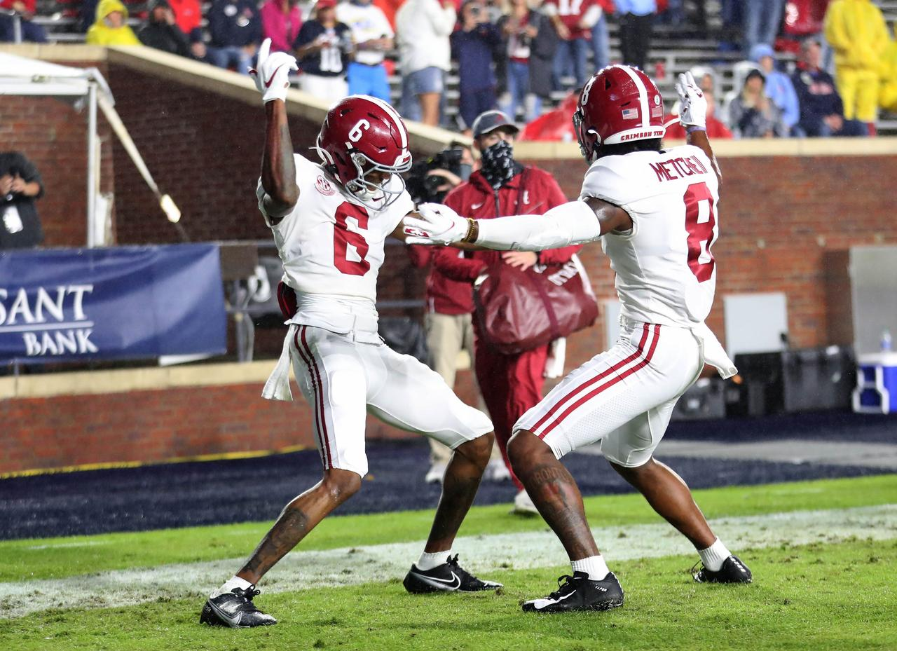 Clemson and Alabama still at the top of the Amway Coaches Poll