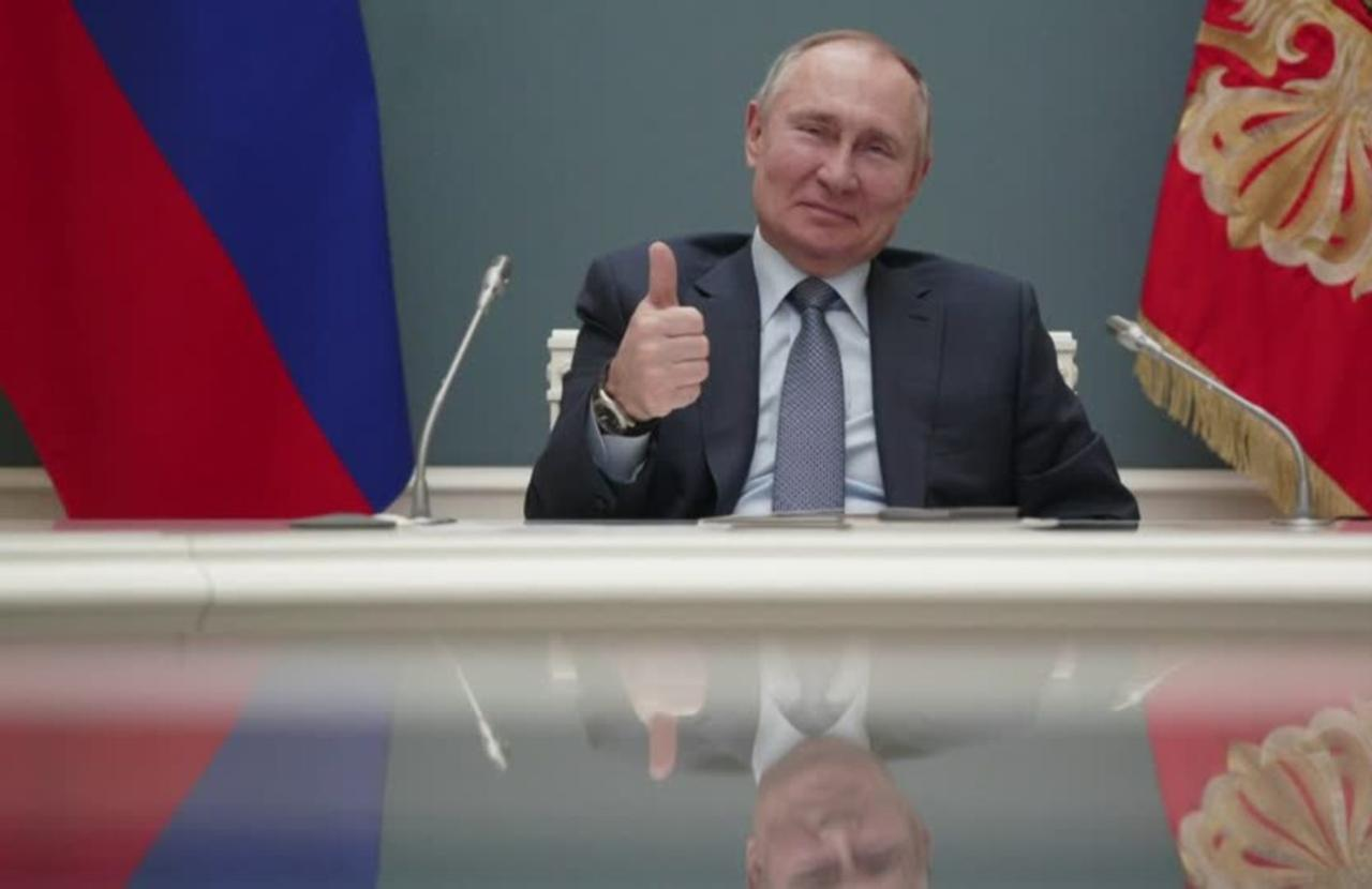 Putin signs law allowing him to hold power until 2036