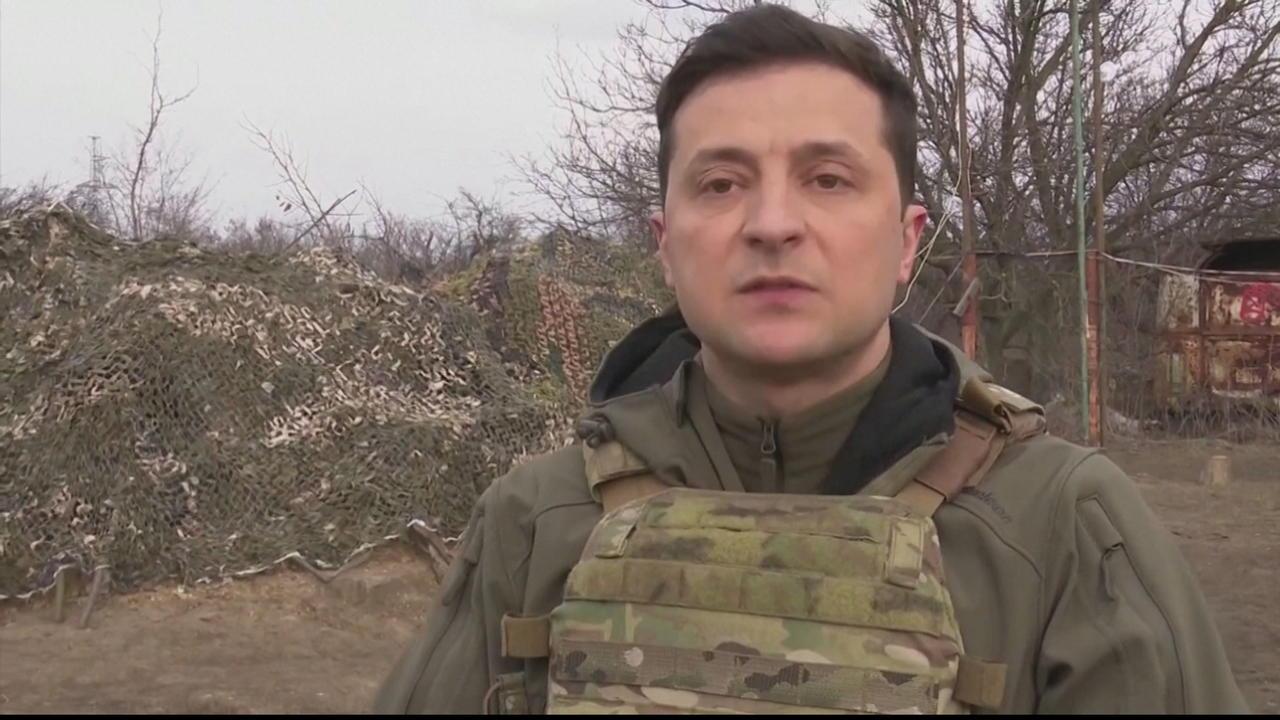 Merkel urges Putin to pull troops back from Ukraine border