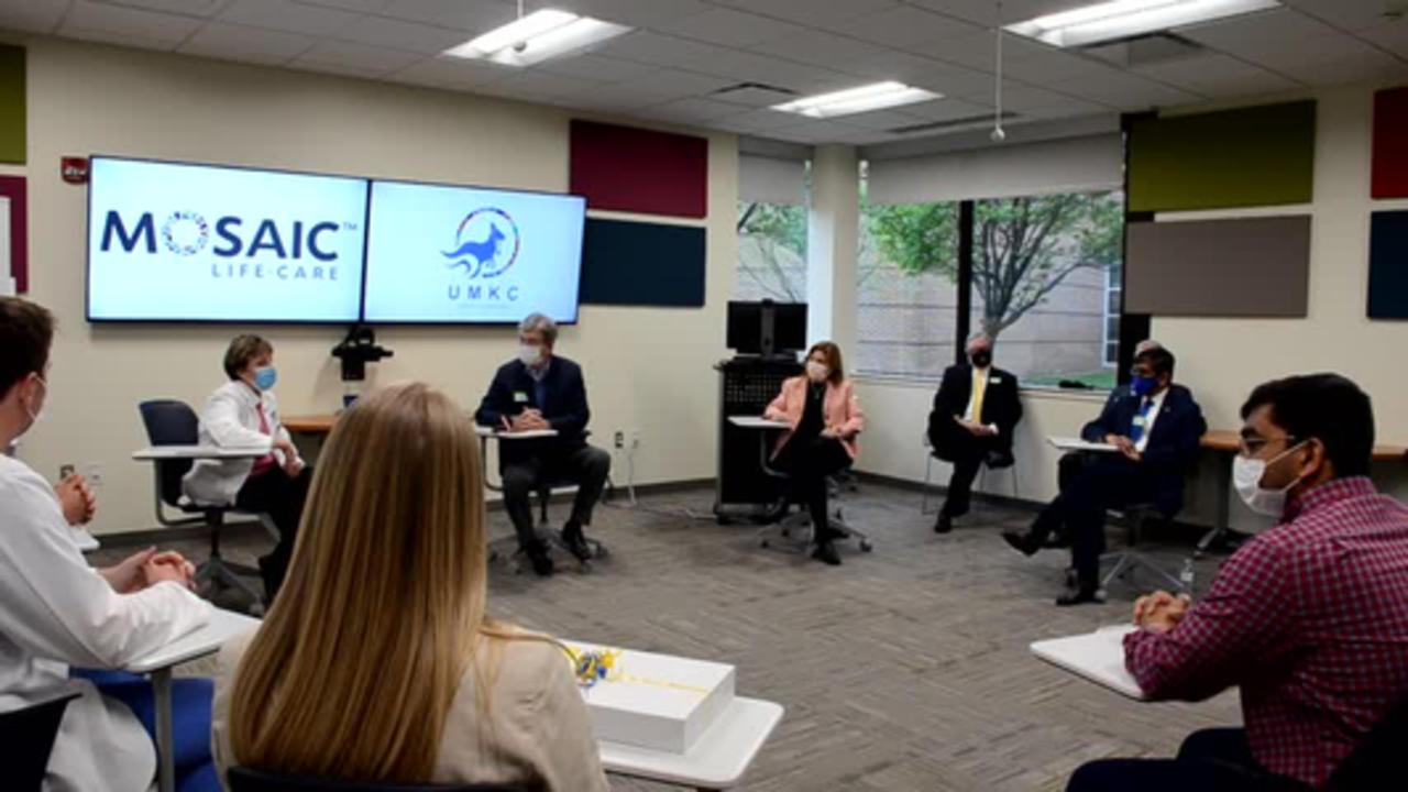 Senator Blunt visits local UMKC-Med students