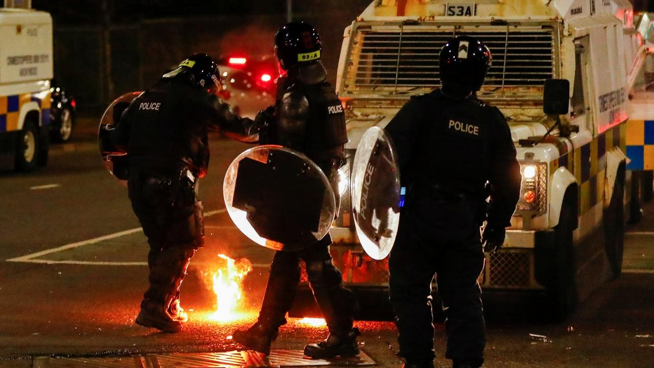 Northern Ireland: Leaders call for calm after violent unrest