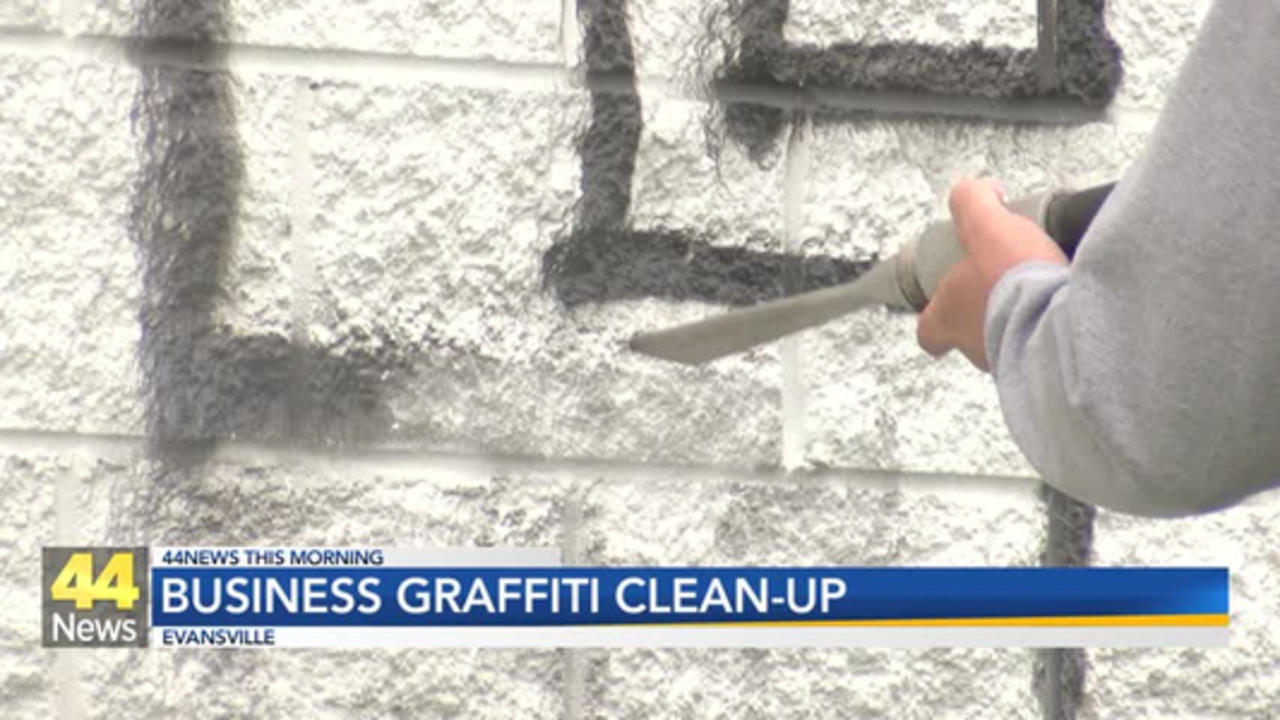 EPD's Crime Prevention Officers Clean Up Graffiti in East Evansville