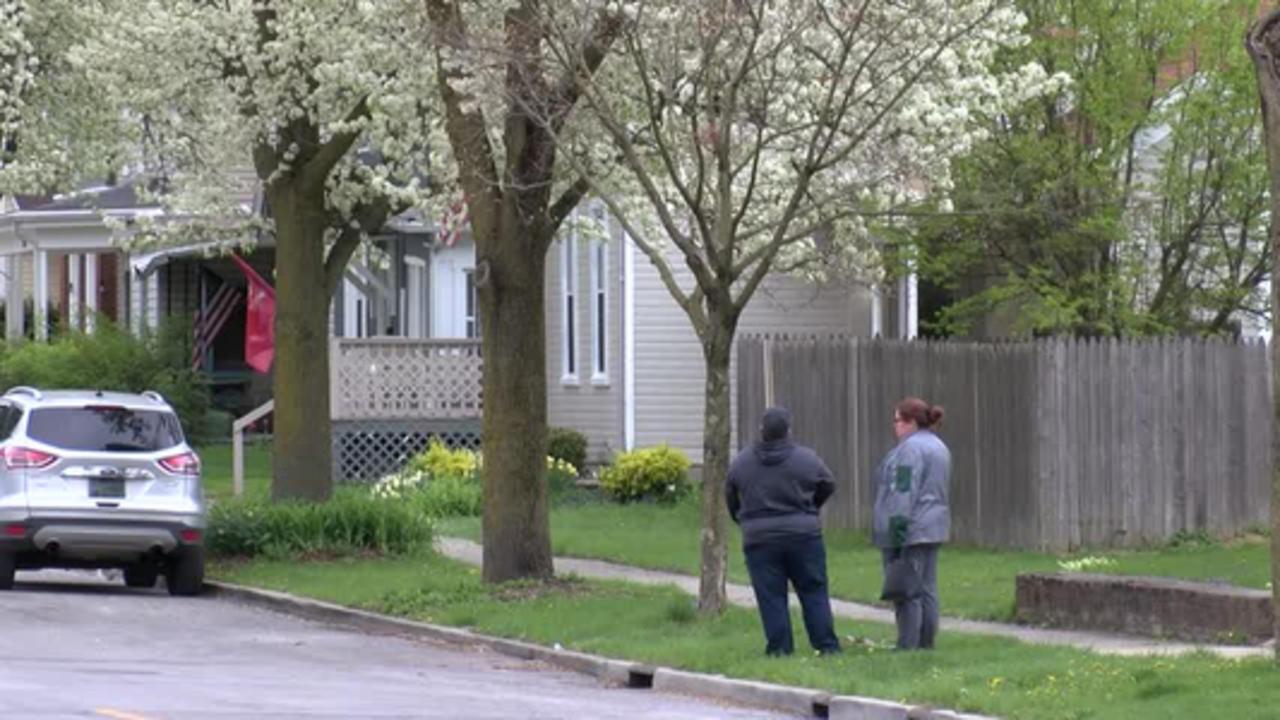 SCENE FOOTAGE: South Wayne Avenue armed standoff with Fort Wayne Police