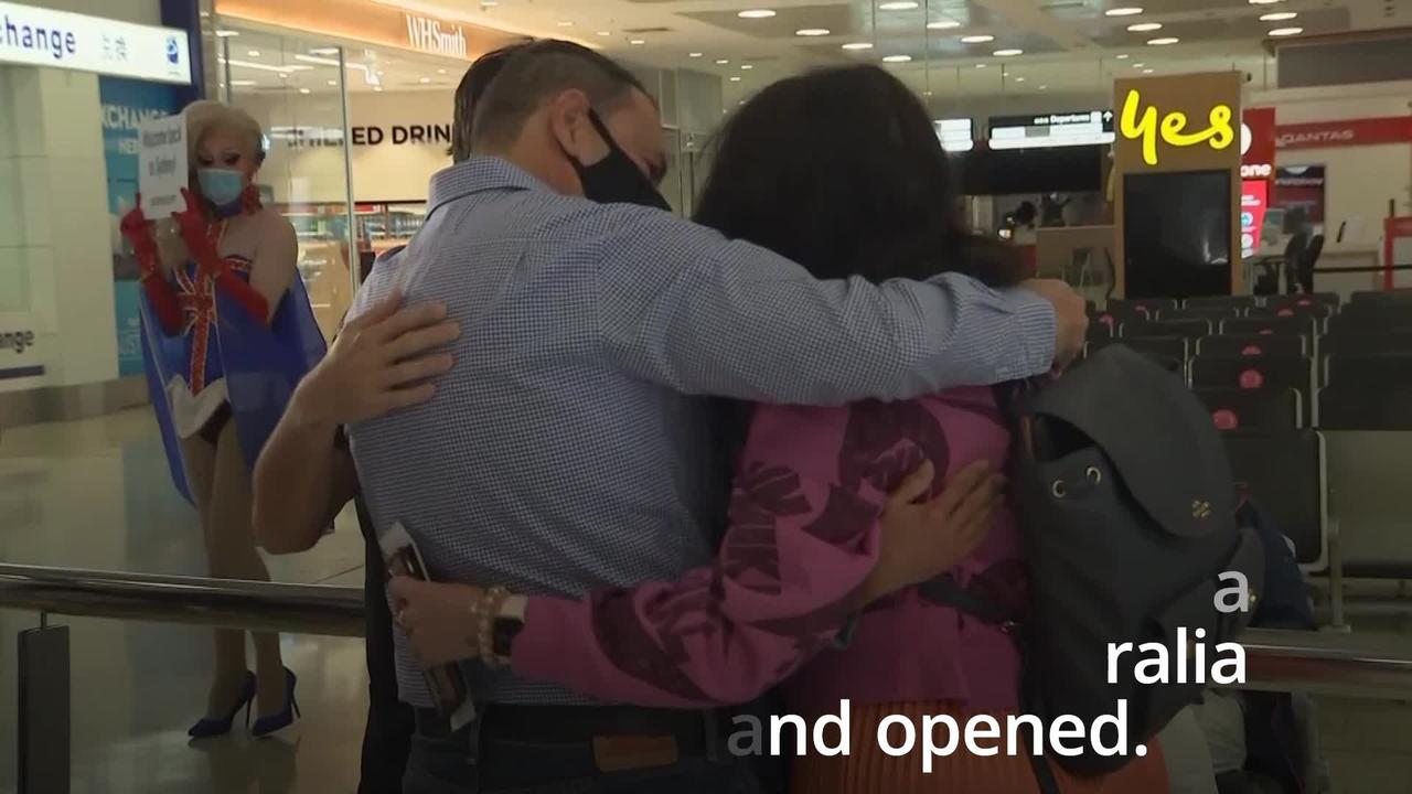 Emotional scenes as Australia and New Zealand open travel bubble
