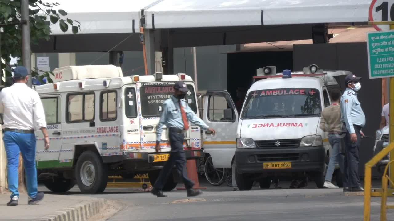 Some hospitals in Delhi have no oxygen, says minister