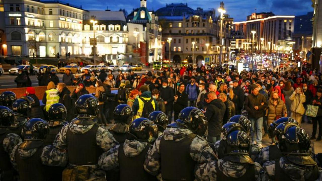 Watch: Navalny supporters protest across Russia despite hundreds arrested