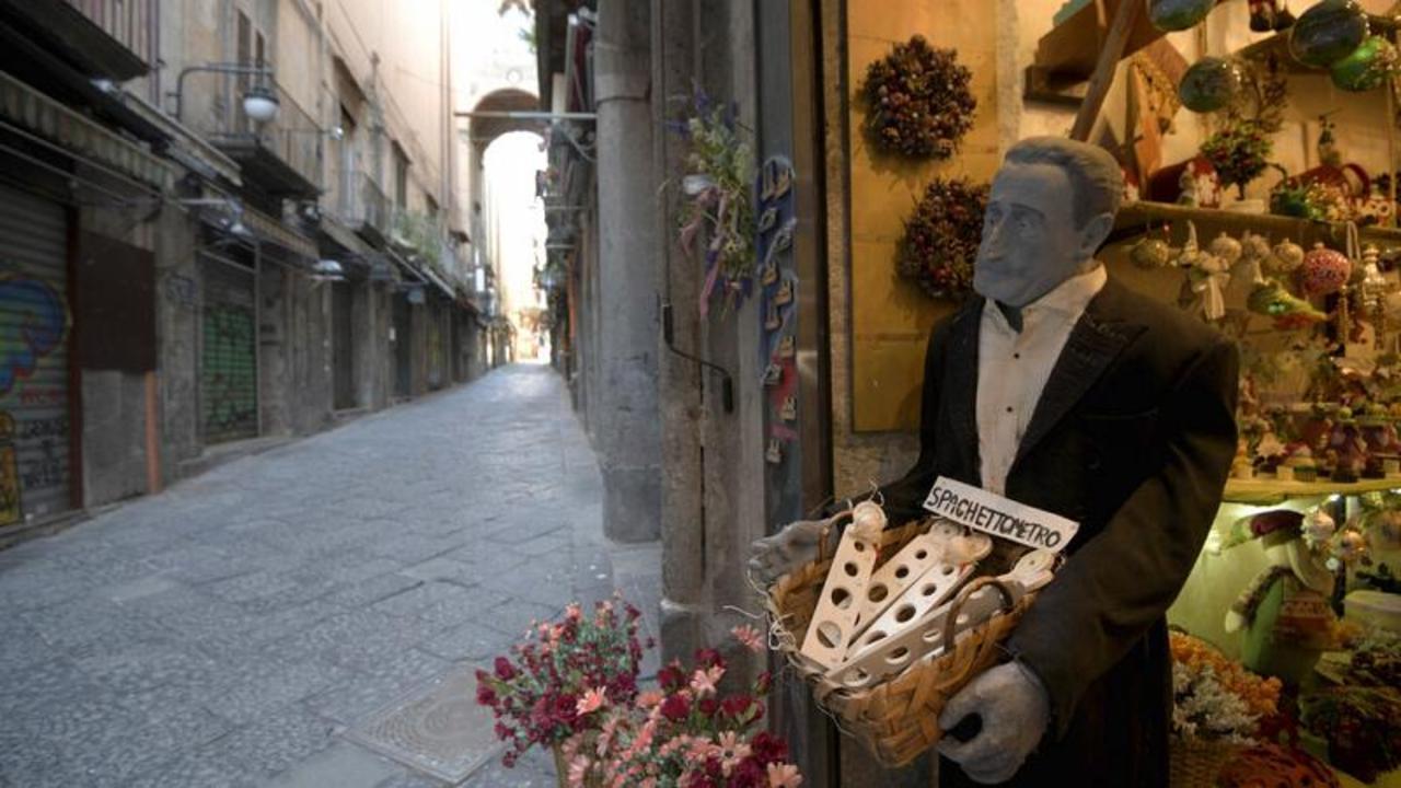 Naples' San Gregorio Armeno: Street's artisans at risk due to lack of tourism