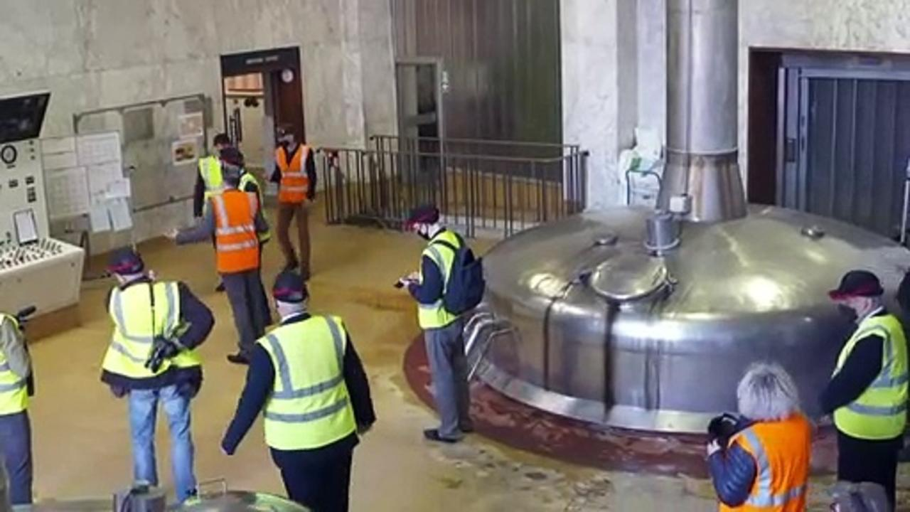 Sir Keir learns how to pull a pint during brewery visit