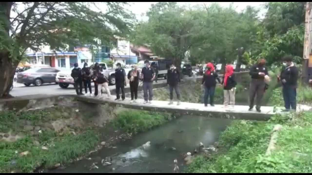 Environmentalists pour out 'eco-enzyme' substance to cleanse dirty rivers of Indonesia for Earth Day