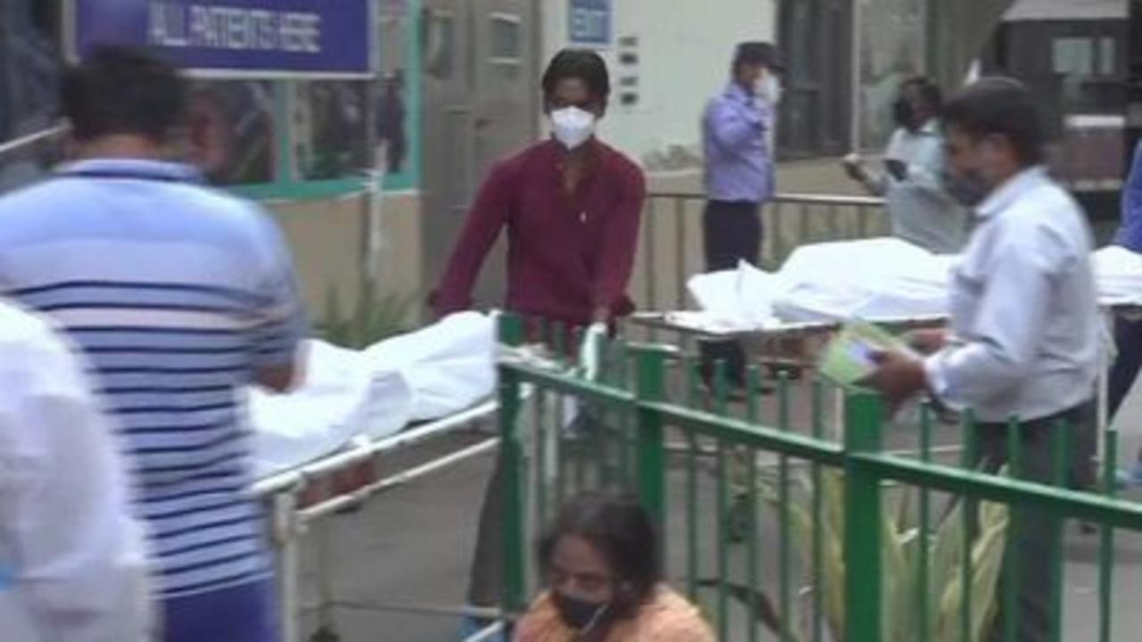 Delhi hospital ovewhelmed by COVID