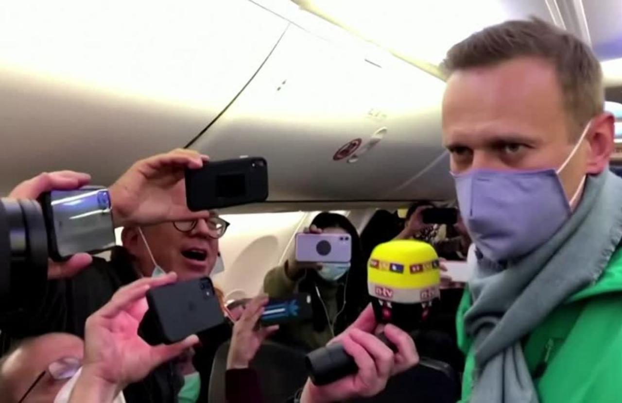 Kremlin critic Navalny to end his hunger strike