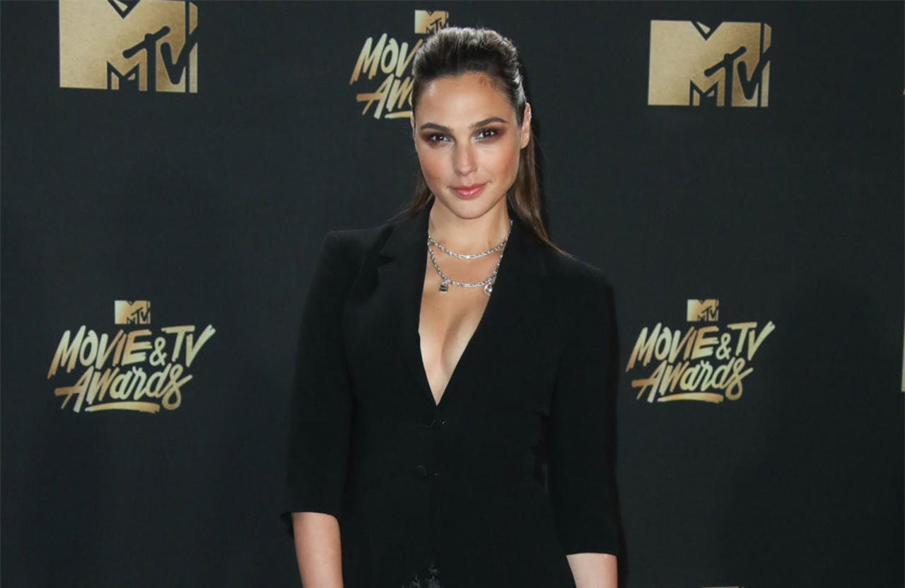 Gal Gadot cut the tip of her finger off after drinking too much!