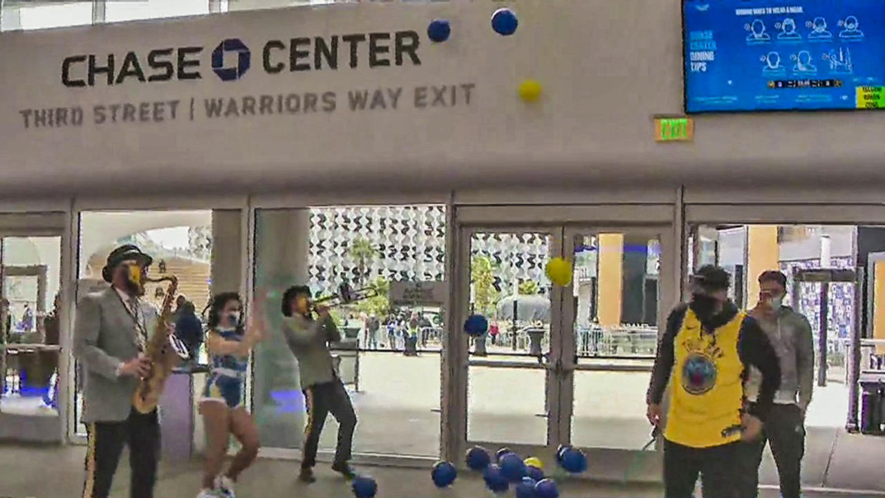 Warriors Welcome Fans Back to Chase Center