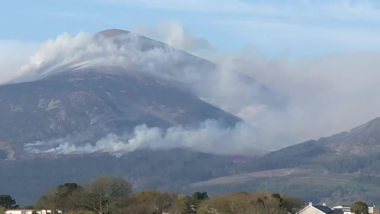 Slieve Donard engulfed in smoke as mountain blaze tackled
