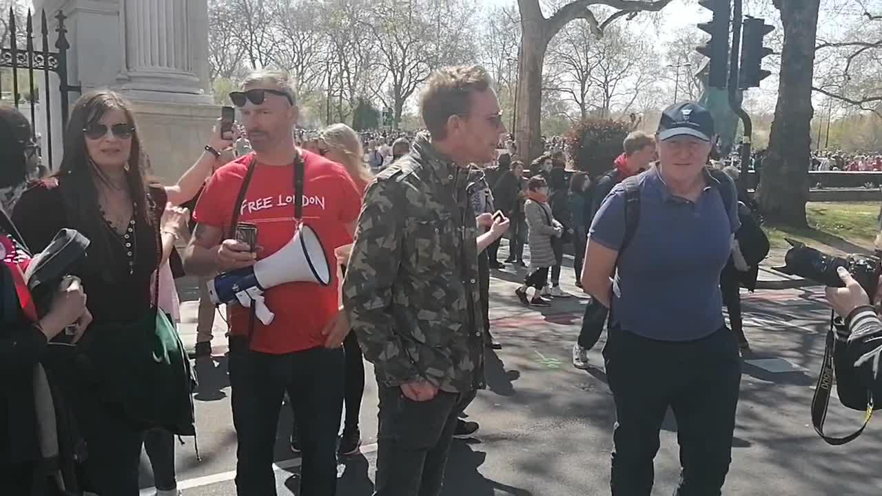 London mayor candidate Lawrence Fox joins antilockdown protest
