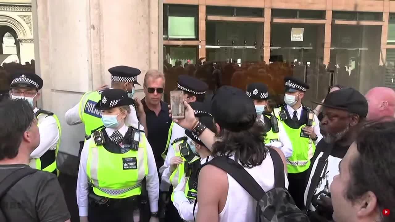Police arrest protester at anti-lockdown rally in London