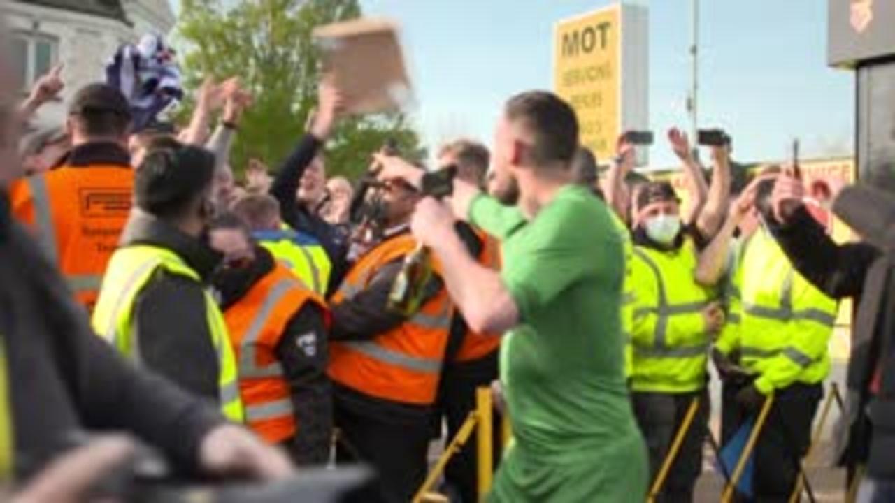 Watford fans celebrate promotion to PL