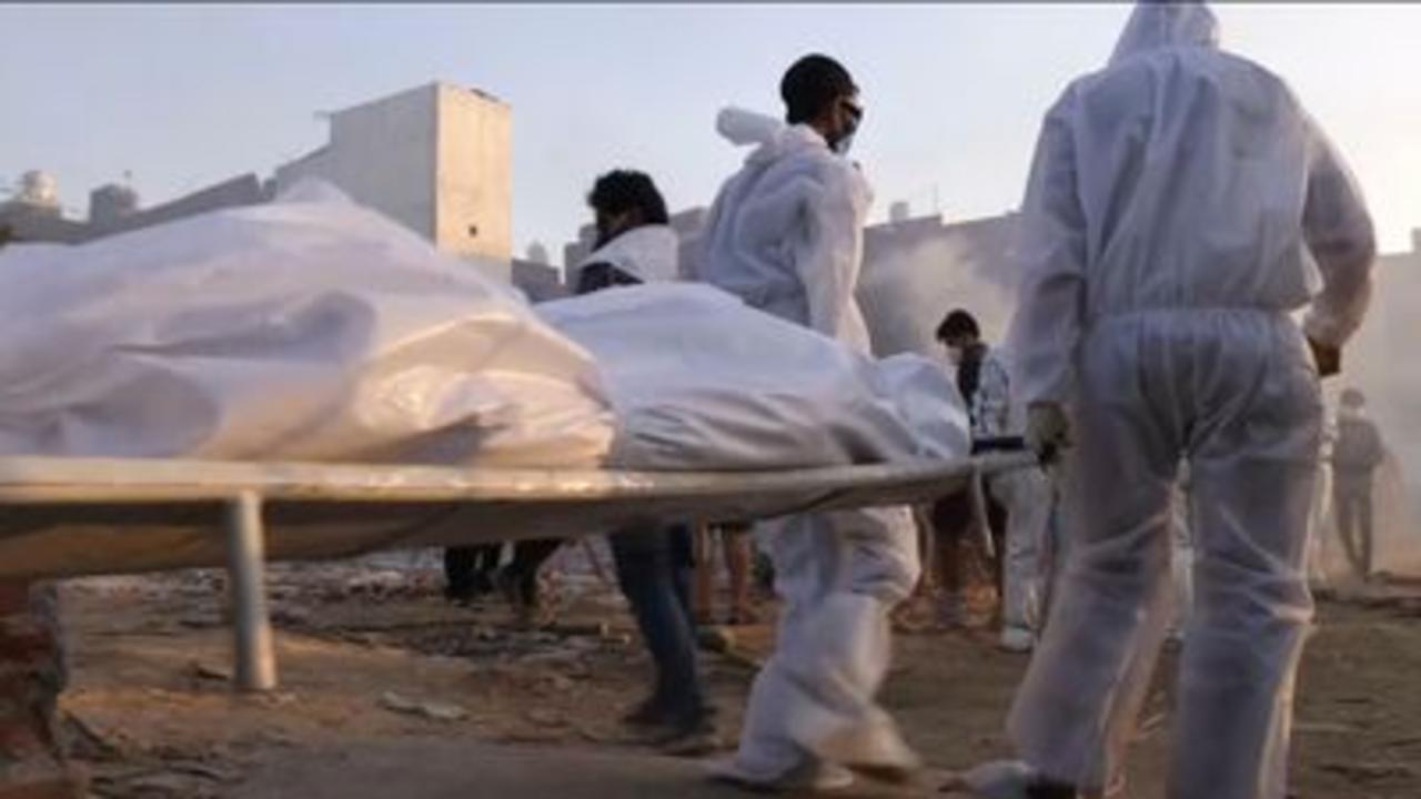 'Bodies keep coming' at India's crematoria