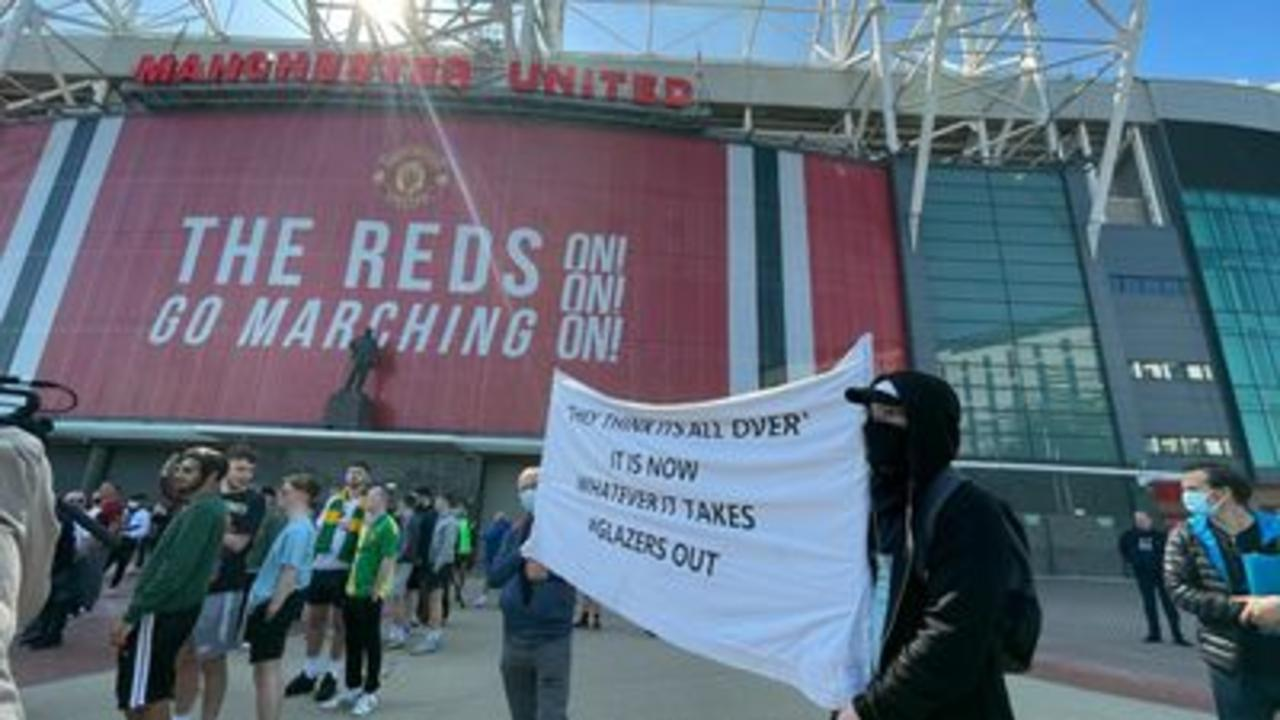 Man Utd fans protest against owners
