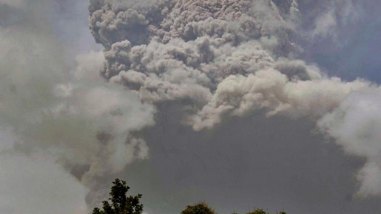 Thousands evacuated on Caribbean island of St Vincent after volcano erupts