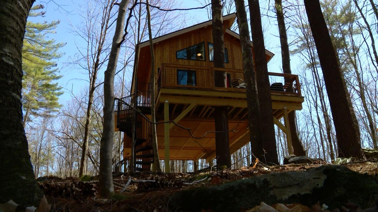 Maine man creates popular treehouse retreat
