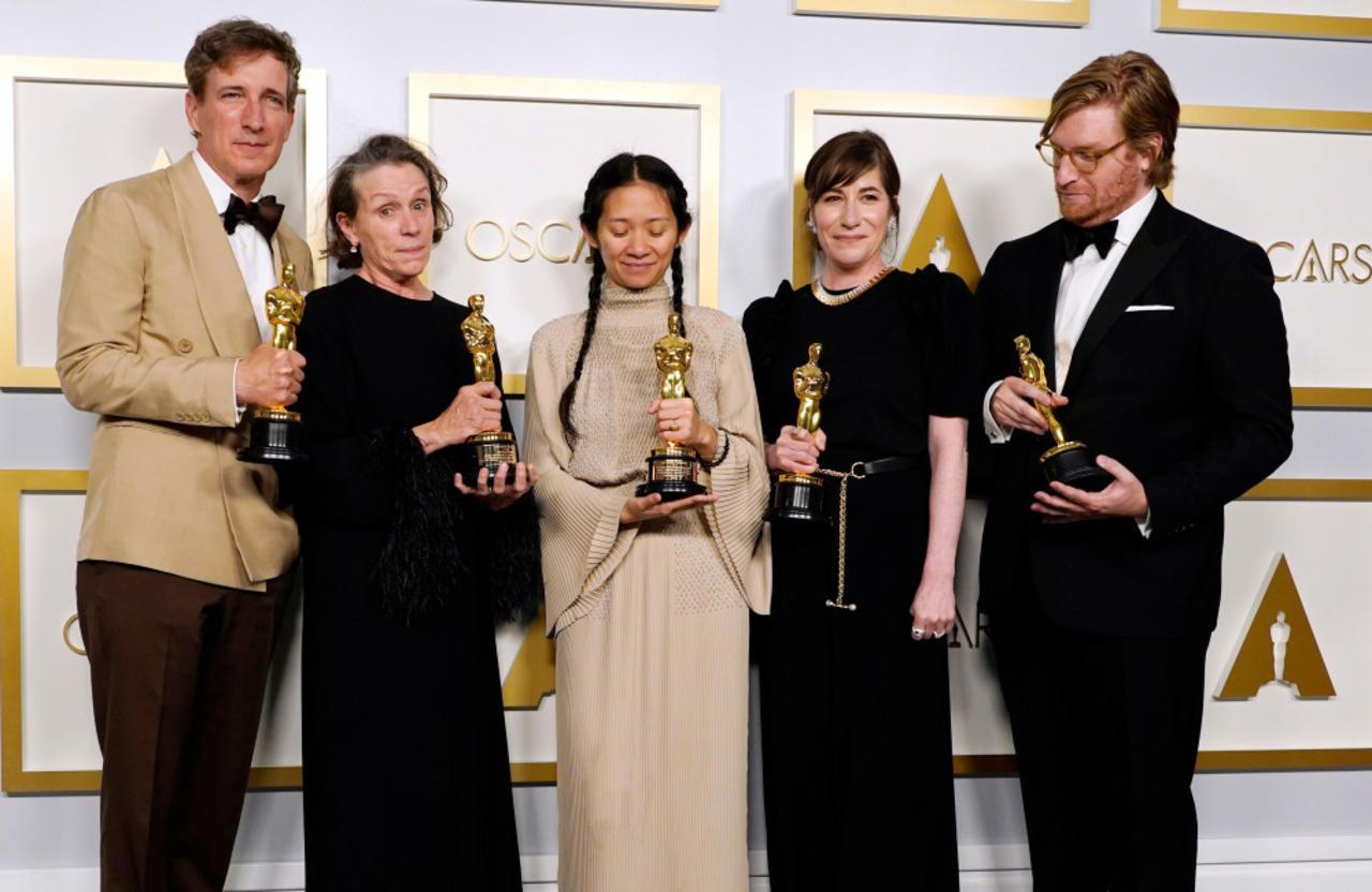Nomadland leads Oscar winners