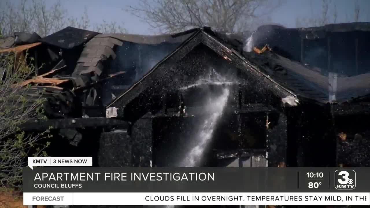 Crews battle apartment complex fire in Council Bluffs