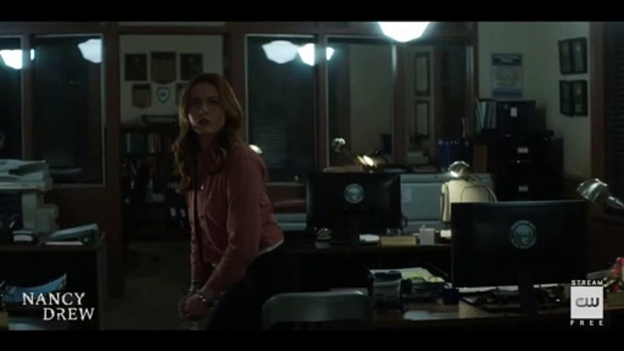 Nancy Drew S02E14 The Siege of the Unknown Specter