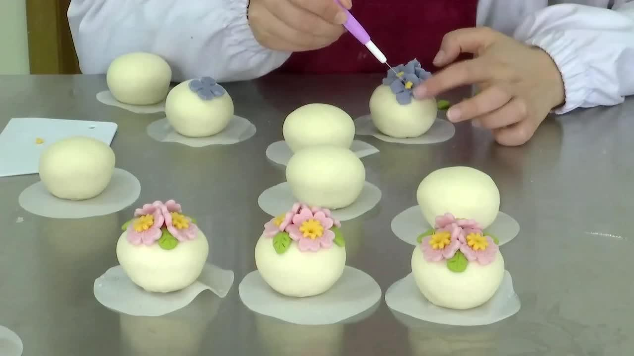 Creative bakers spice up steamed buns with colourful floral decorations