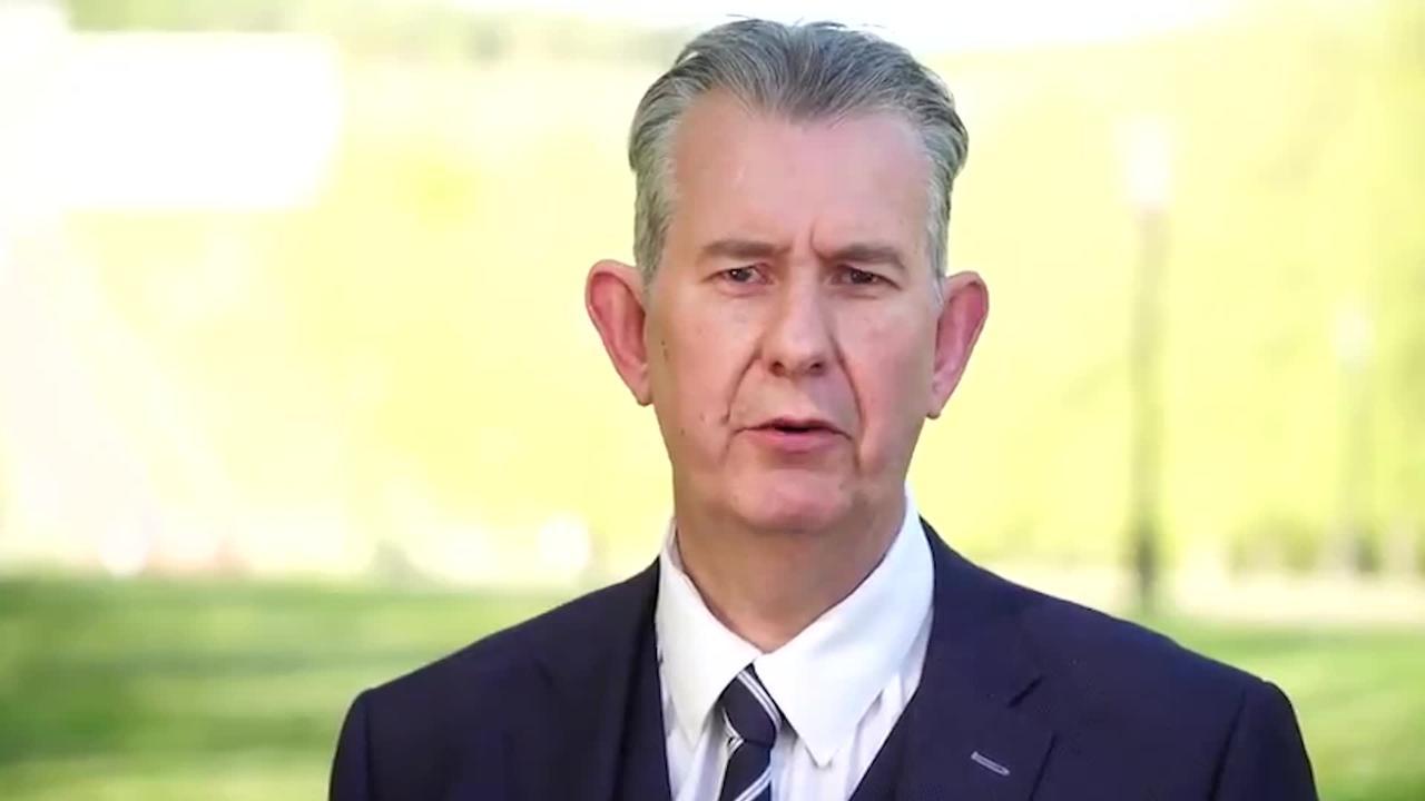 Edwin Poots announces DUP leadership bid