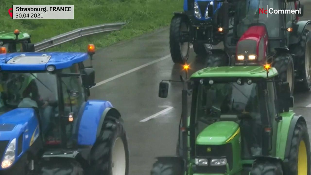 Tractors outside EU parliament, farmers denounce agriculture policy