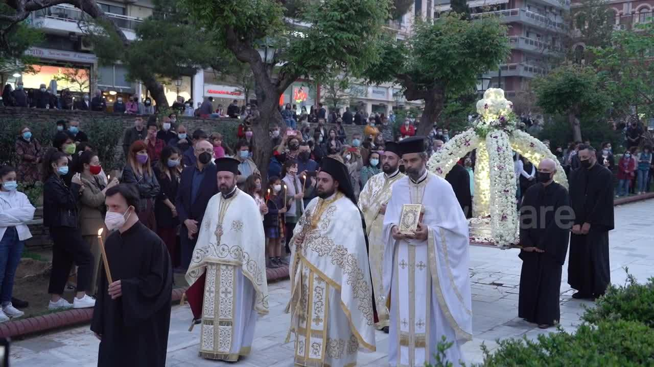 Greece: Orthodox worshippers in masks lined up at churches for Good Friday Epitaph Mourning