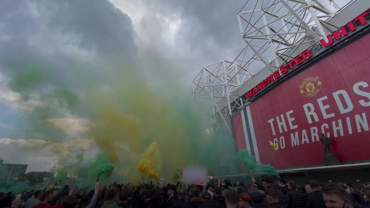 Manchester United vs Liverpool postponed after fans invade ...