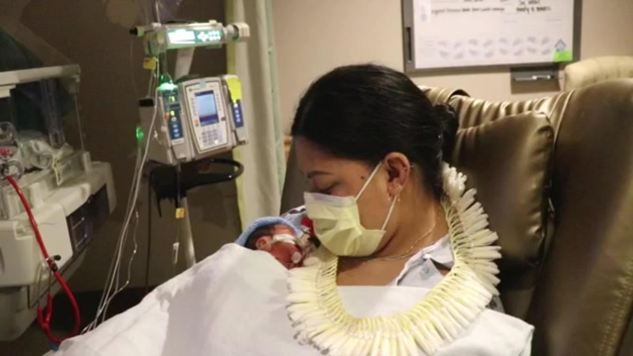 Nurses help deliver baby on flight to Hawaii