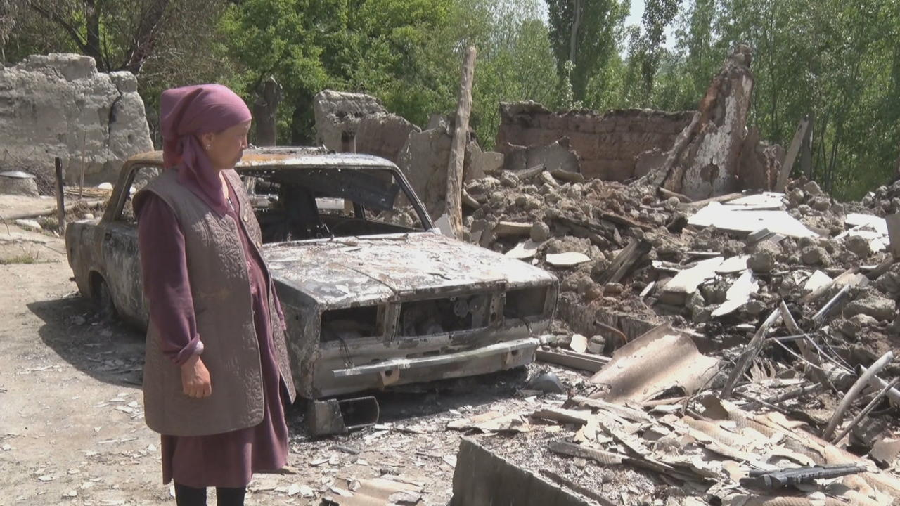 Displaced Kyrgyz residents start returning home amid ceasefire