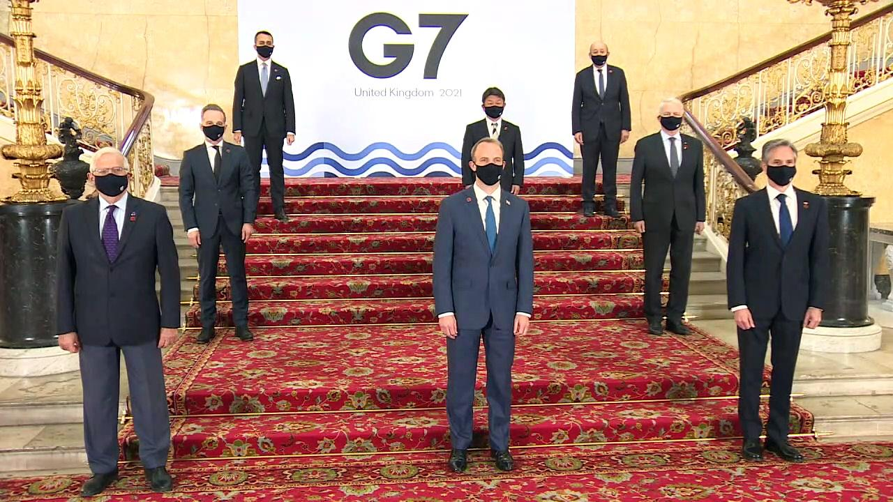 G7 Foreign Ministers pose for family photo