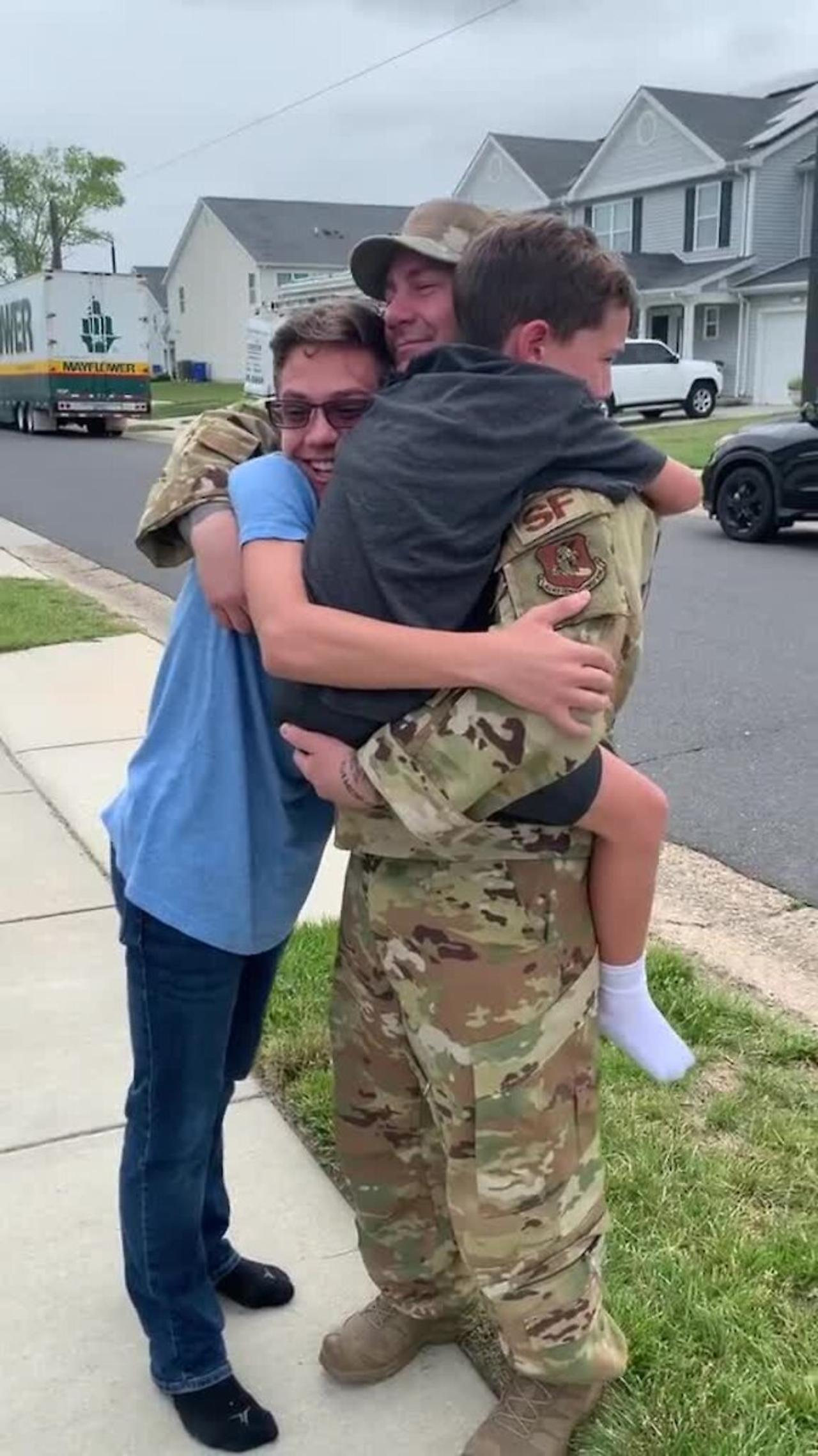 Dad comes home early from deployment to surprise the kids