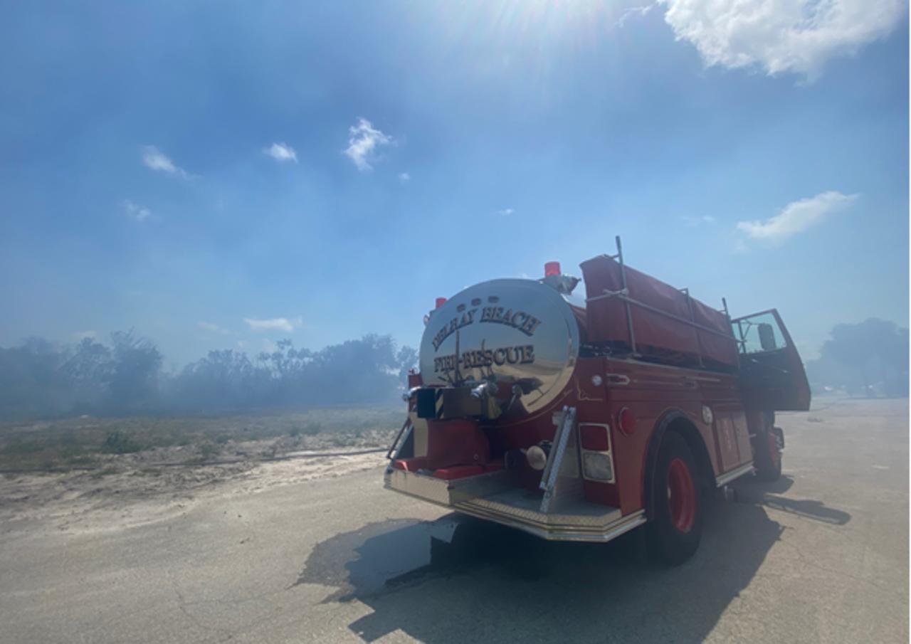 Brush fire shits down Congress Avenue in Delray Beach