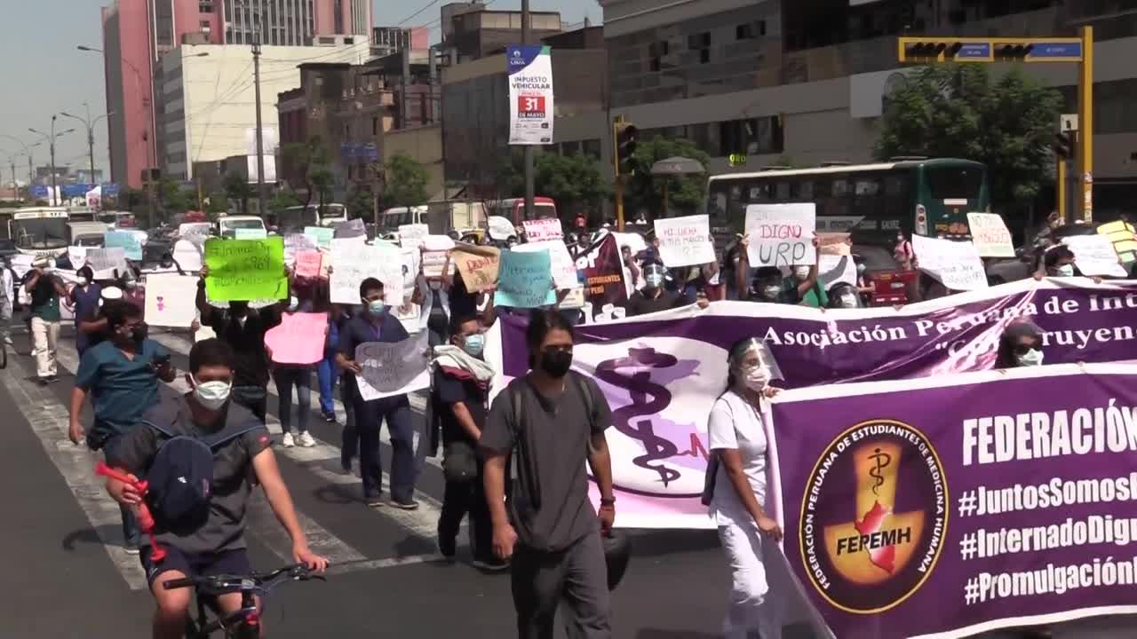 Medicine students protest in Lima