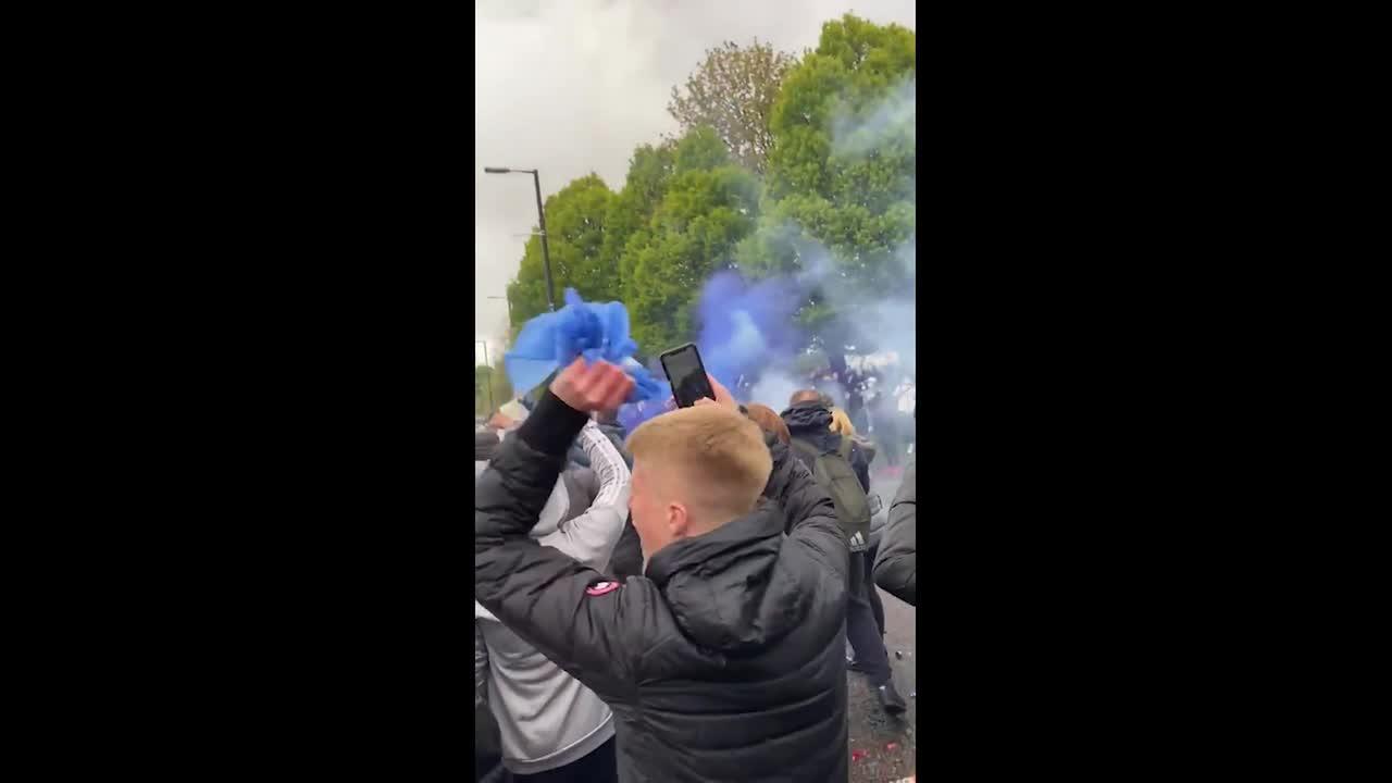 Manchester City fans swarm to celebrate win over Paris Saint-Germain