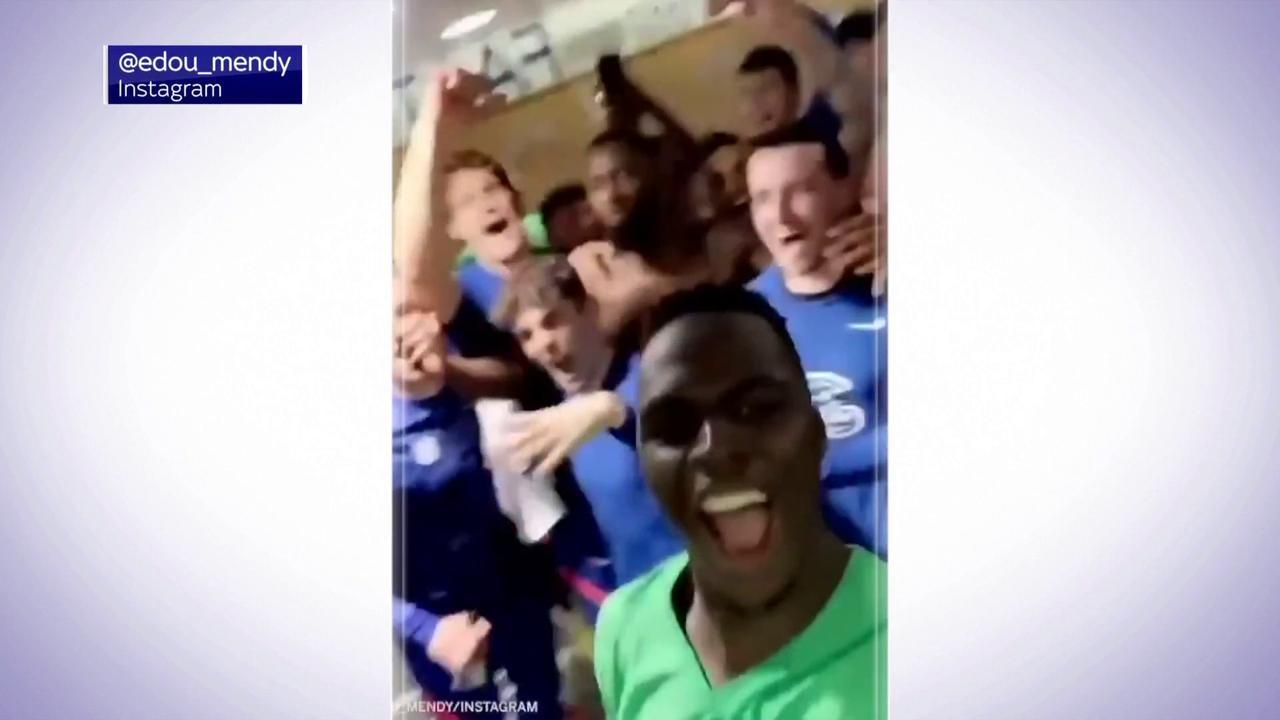 Chelsea celebrate reaching CL final