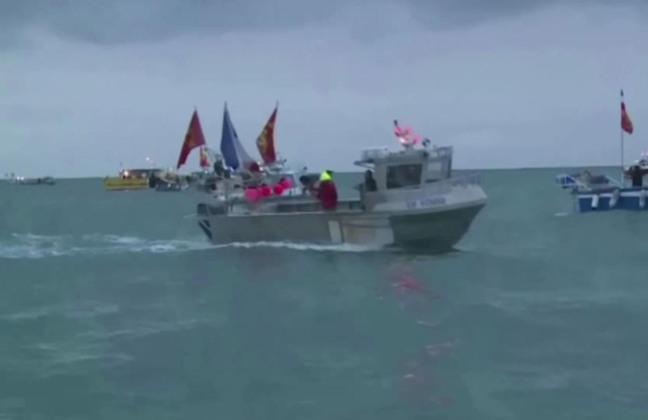 French flotilla protests at Jersey port in fishing row