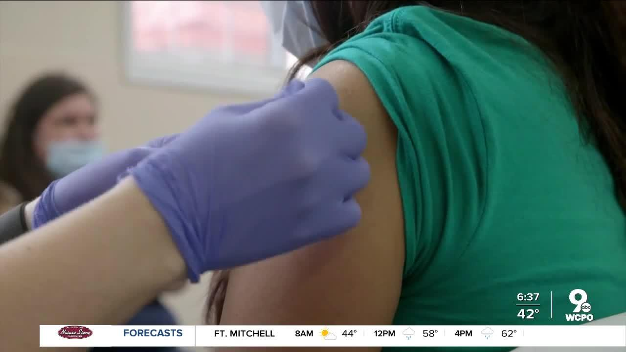 Can vaccinated people pass side effects to unvaccinated people?