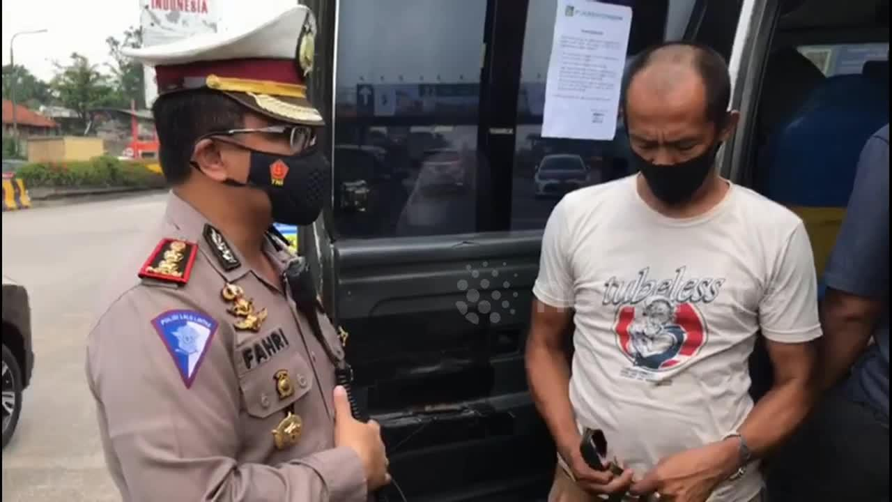 Checkpoints enforce pandemic ban on Eid al-Fitr travel in Indonesia