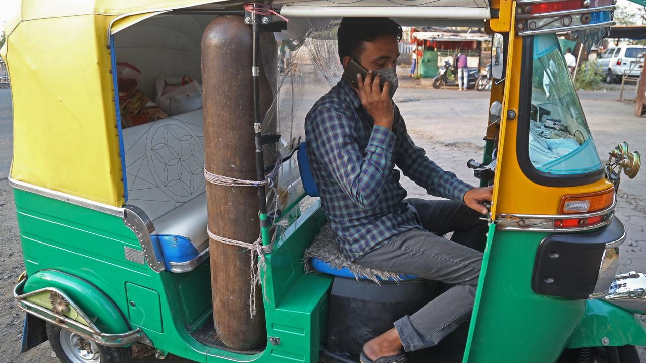 Rickshaw 'ambulance' offers free oxygen to India's COVID patients