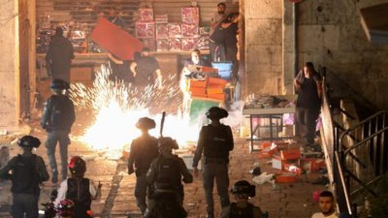 Clashes in Jerusalem for a second night