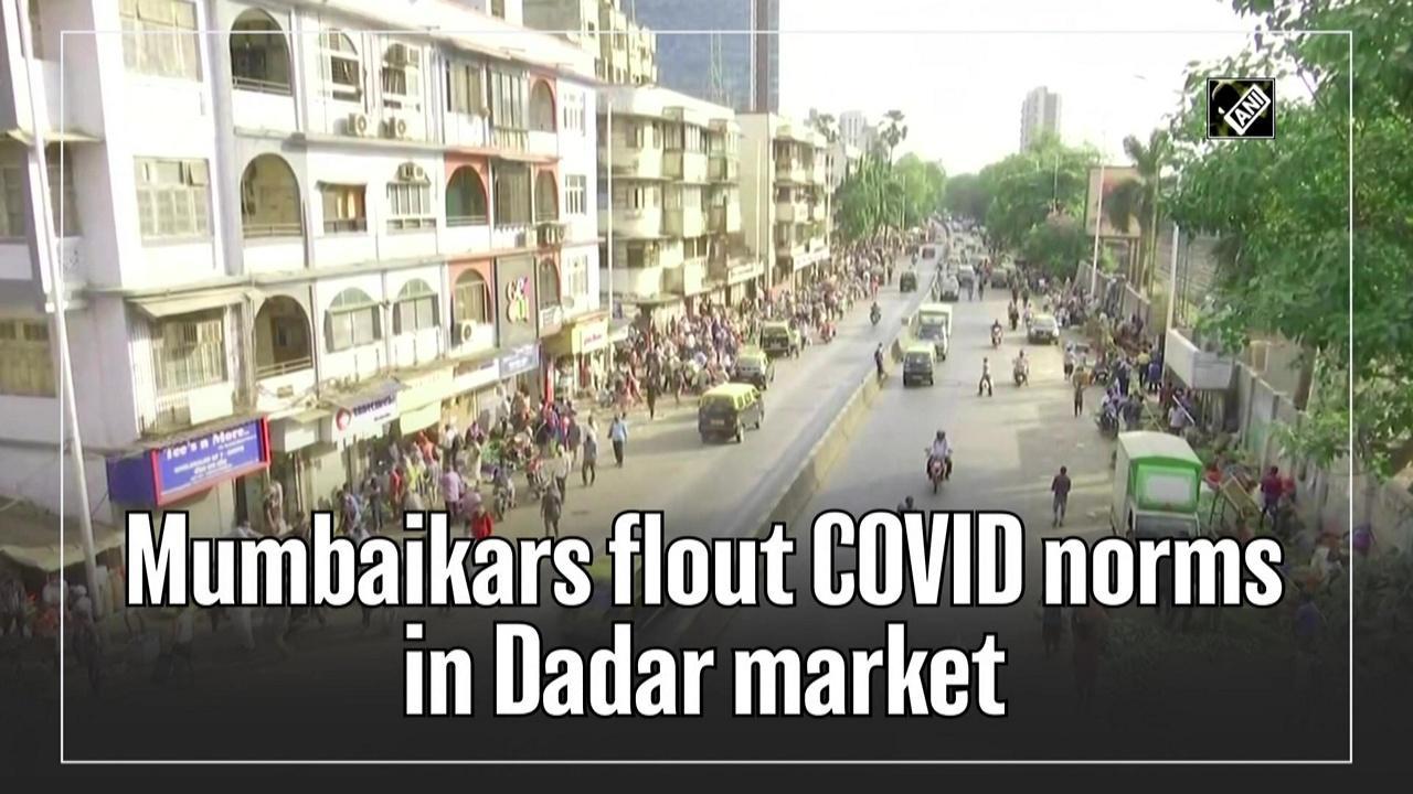Mumbaikars flout COVID norms in Dadar market