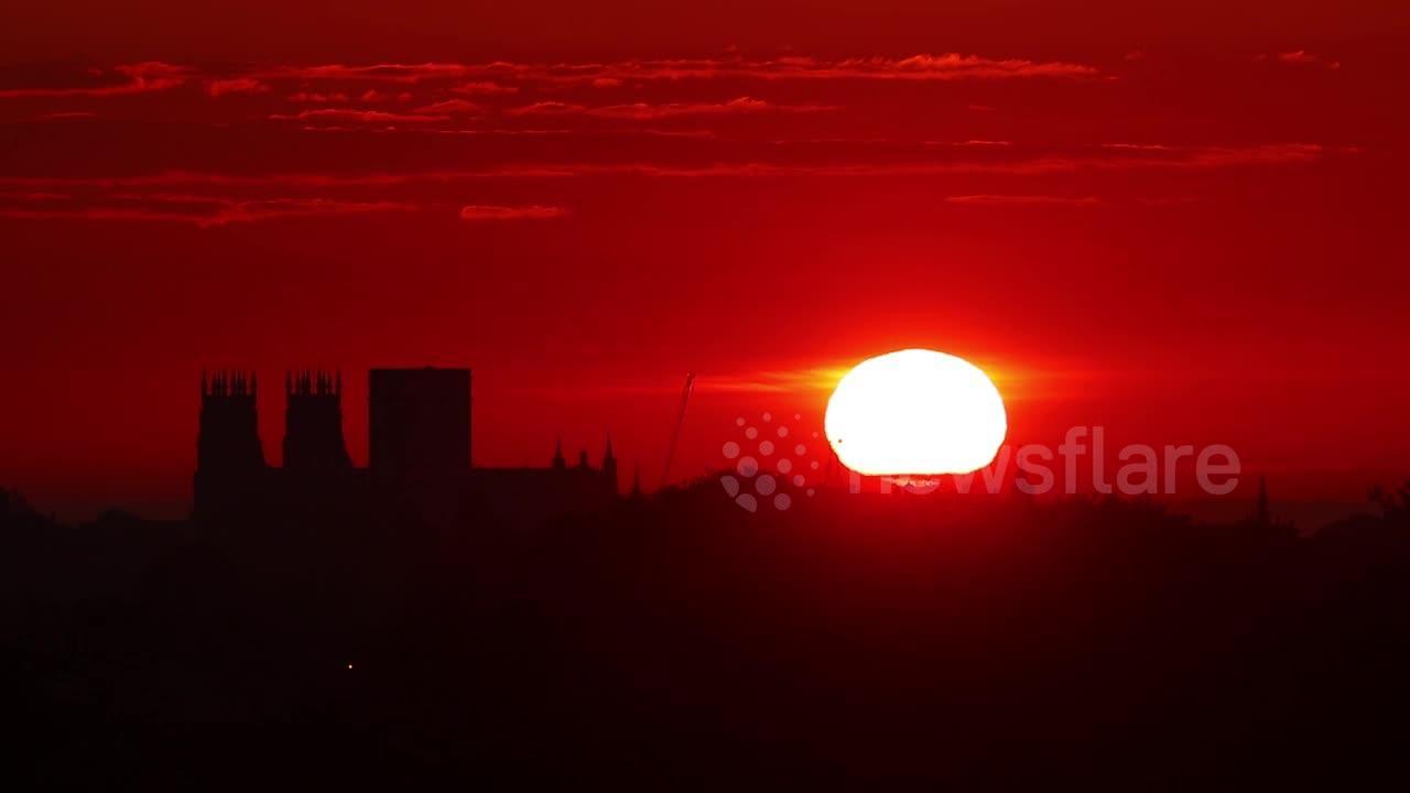 Videographer captures spectacular sunrise over York Minster in UK